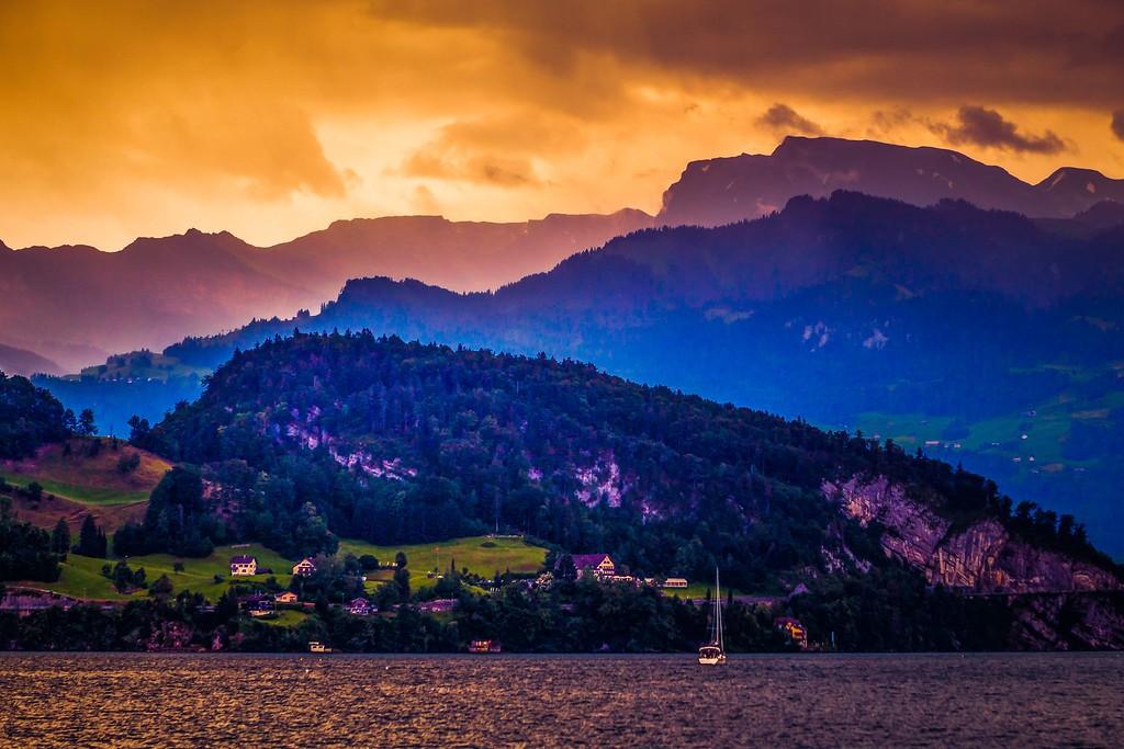 瑞士卢塞恩(Lucerne),透过层云_图1-38