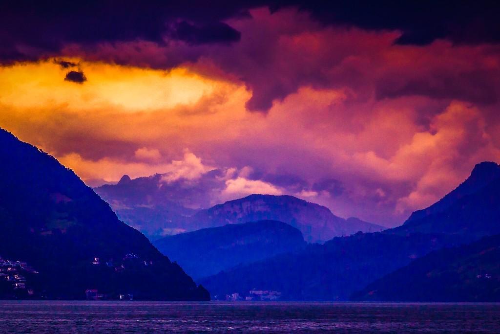 瑞士卢塞恩(Lucerne),透过层云_图1-31