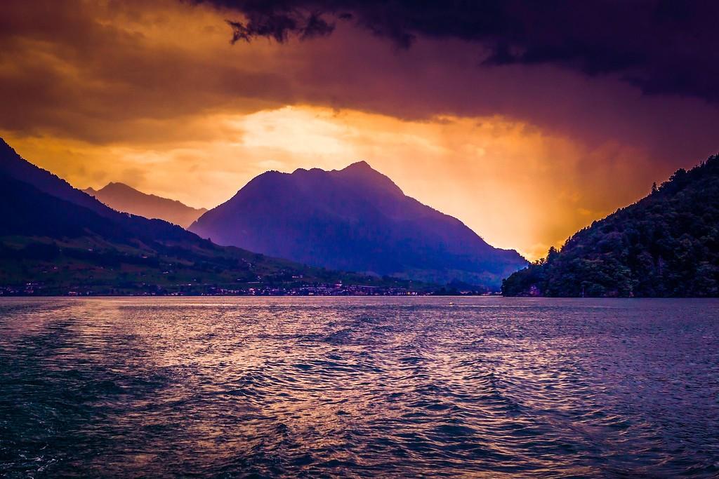 瑞士卢塞恩(Lucerne),透过层云_图1-35