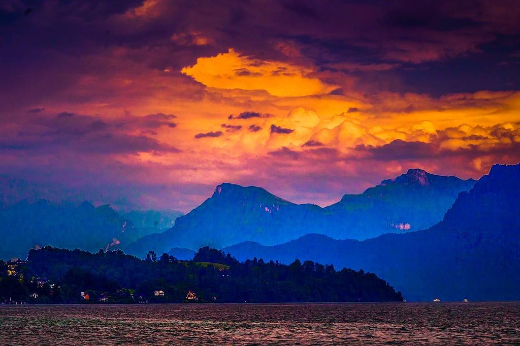 瑞士卢塞恩(Lucerne),透过层云_图1-30