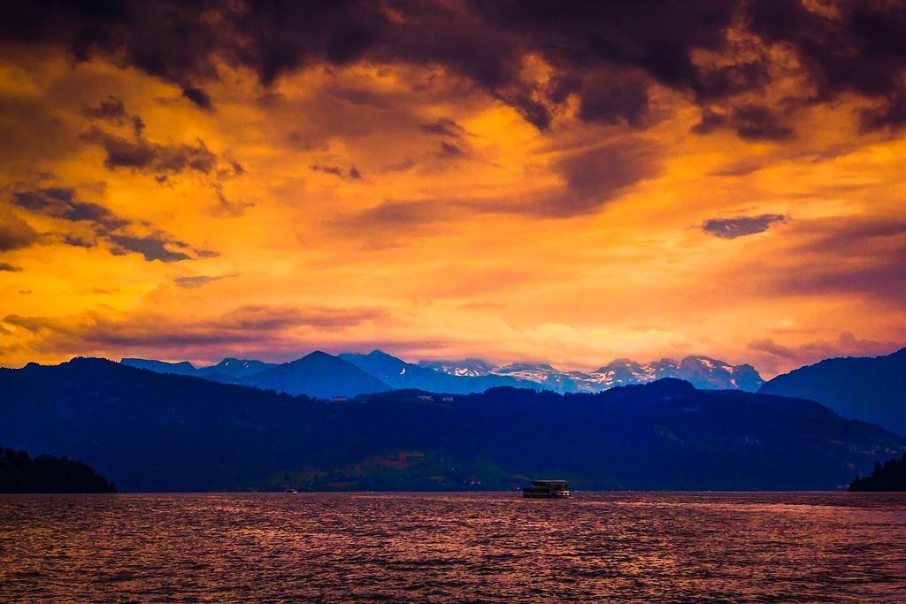 瑞士卢塞恩(Lucerne),透过层云_图1-34