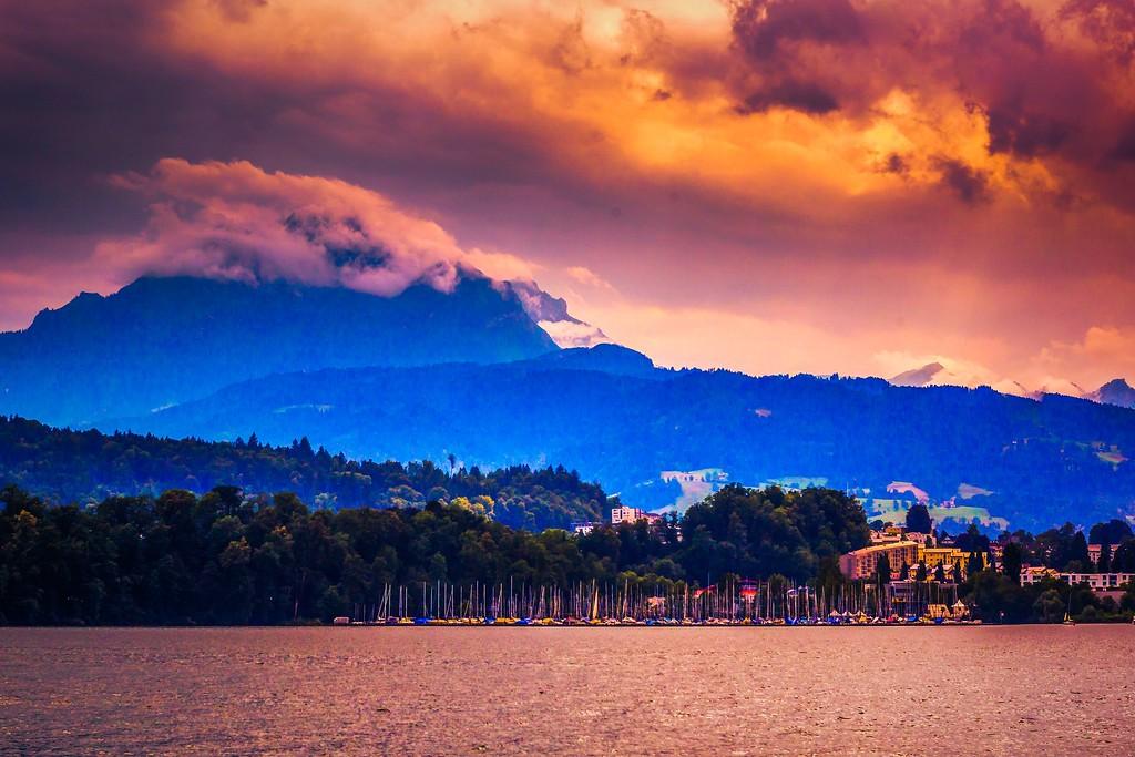 瑞士卢塞恩(Lucerne),透过层云_图1-25