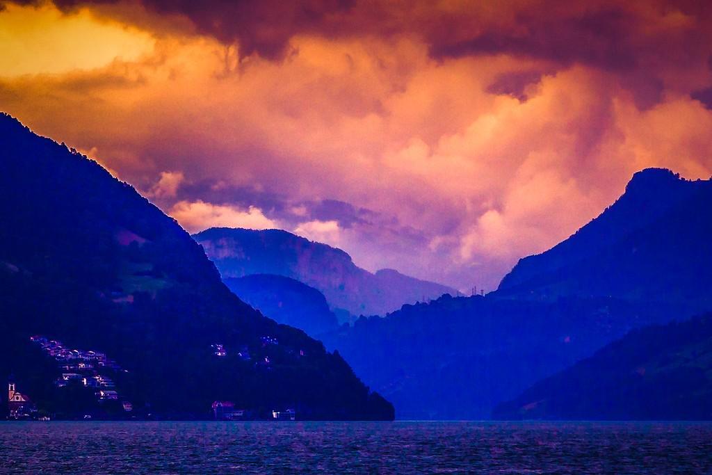 瑞士卢塞恩(Lucerne),透过层云_图1-32