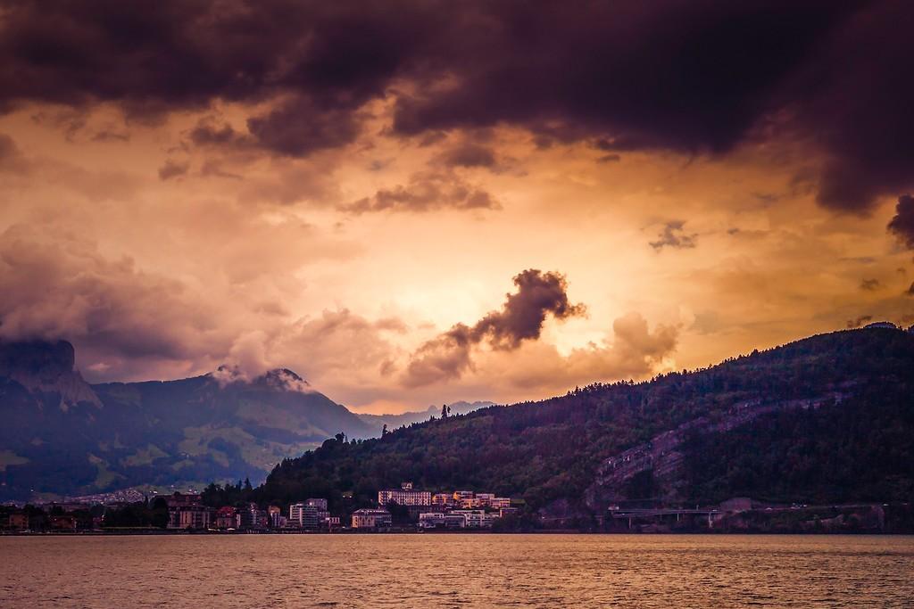 瑞士卢塞恩(Lucerne),透过层云_图1-22