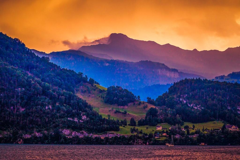 瑞士卢塞恩(Lucerne),透过层云_图1-21