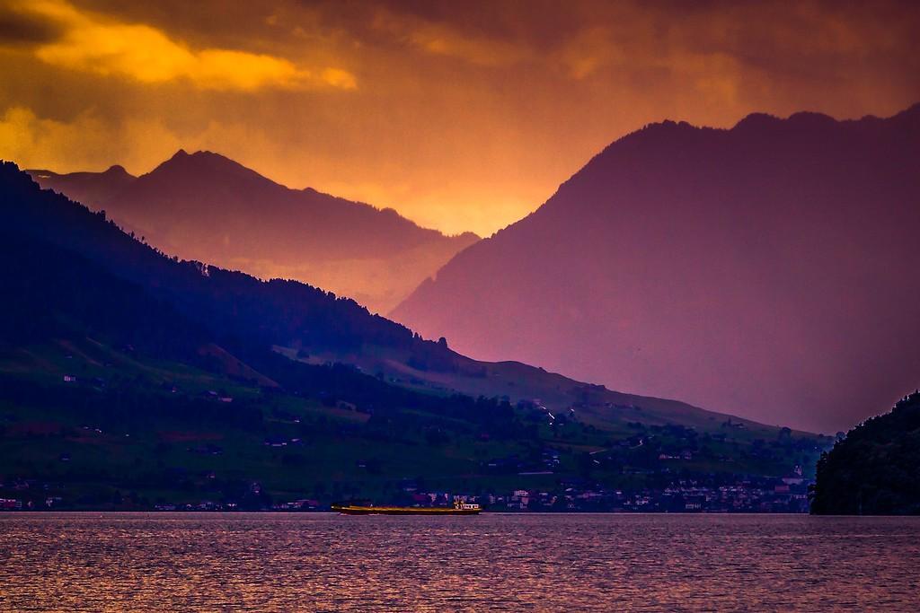 瑞士卢塞恩(Lucerne),透过层云_图1-26