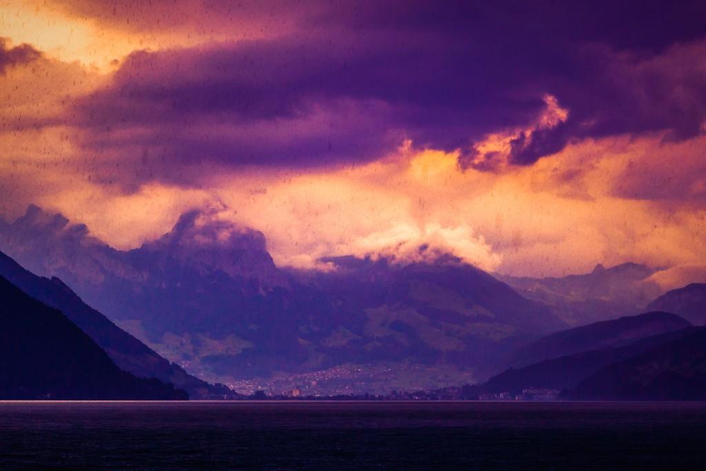 瑞士卢塞恩(Lucerne),透过层云_图1-28