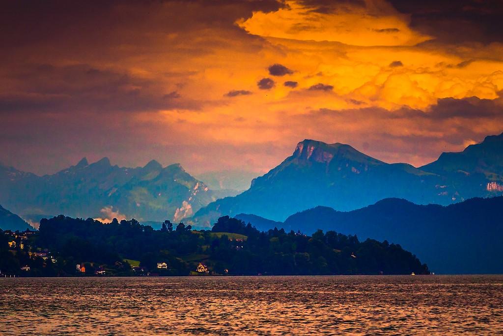 瑞士卢塞恩(Lucerne),透过层云_图1-23
