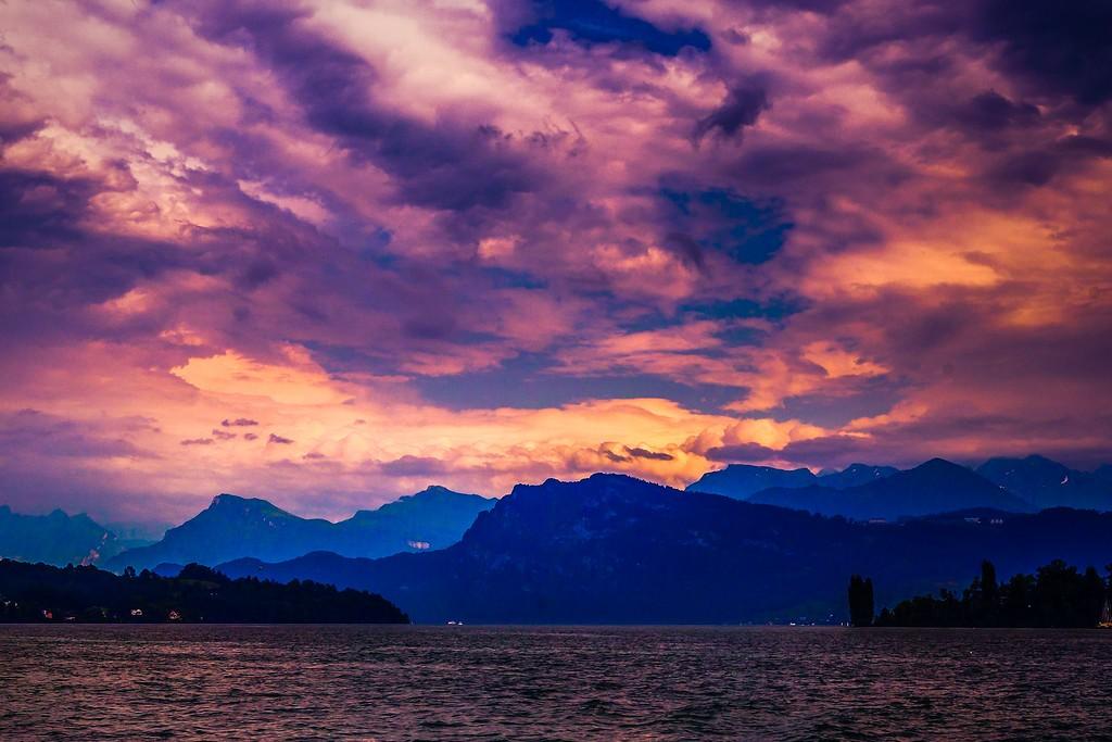 瑞士卢塞恩(Lucerne),透过层云_图1-20