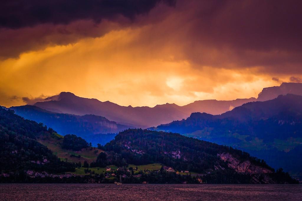 瑞士卢塞恩(Lucerne),透过层云_图1-19