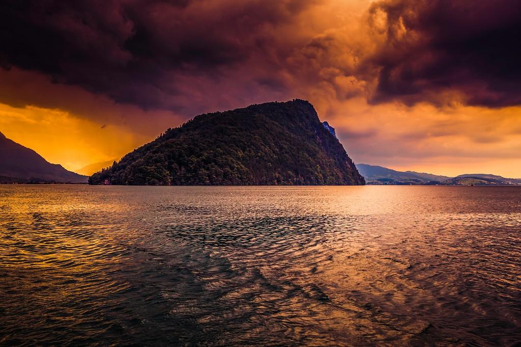 瑞士卢塞恩(Lucerne),透过层云_图1-18
