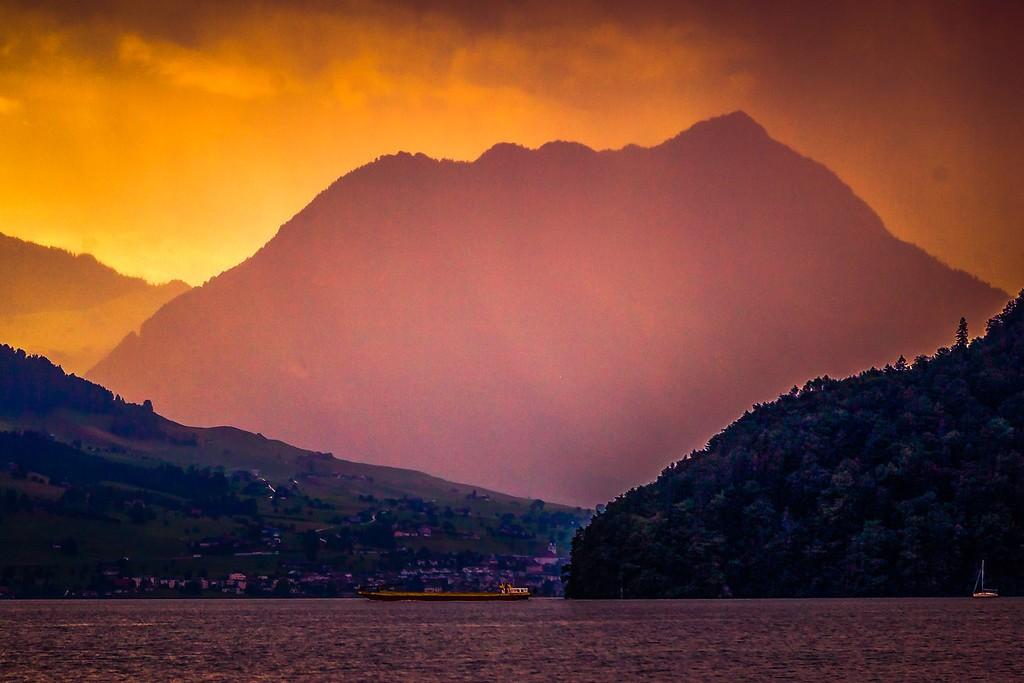 瑞士卢塞恩(Lucerne),透过层云_图1-17