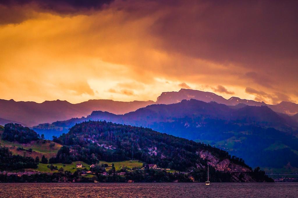 瑞士卢塞恩(Lucerne),透过层云_图1-2