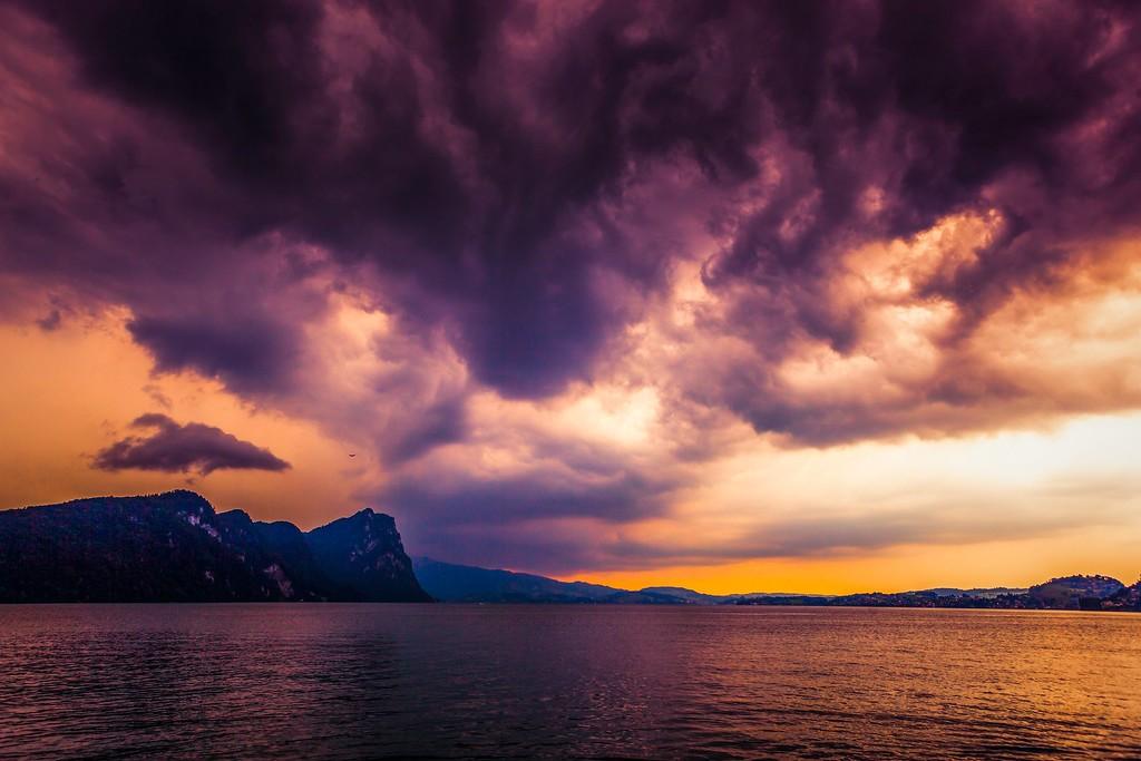 瑞士卢塞恩(Lucerne),透过层云_图1-1