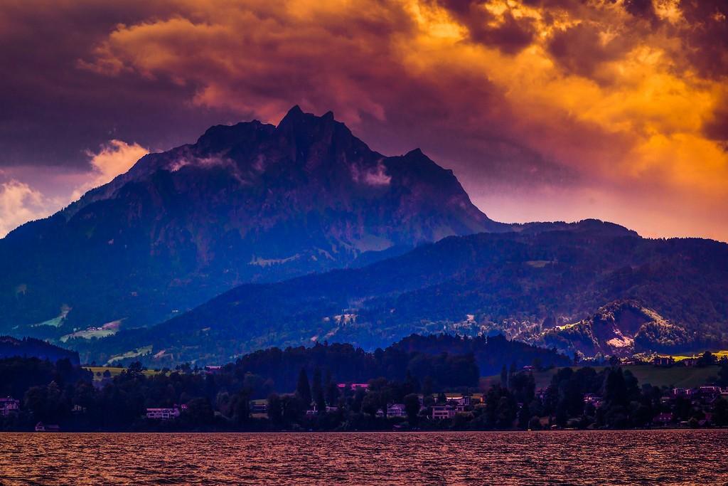 瑞士卢塞恩(Lucerne),透过层云_图1-4