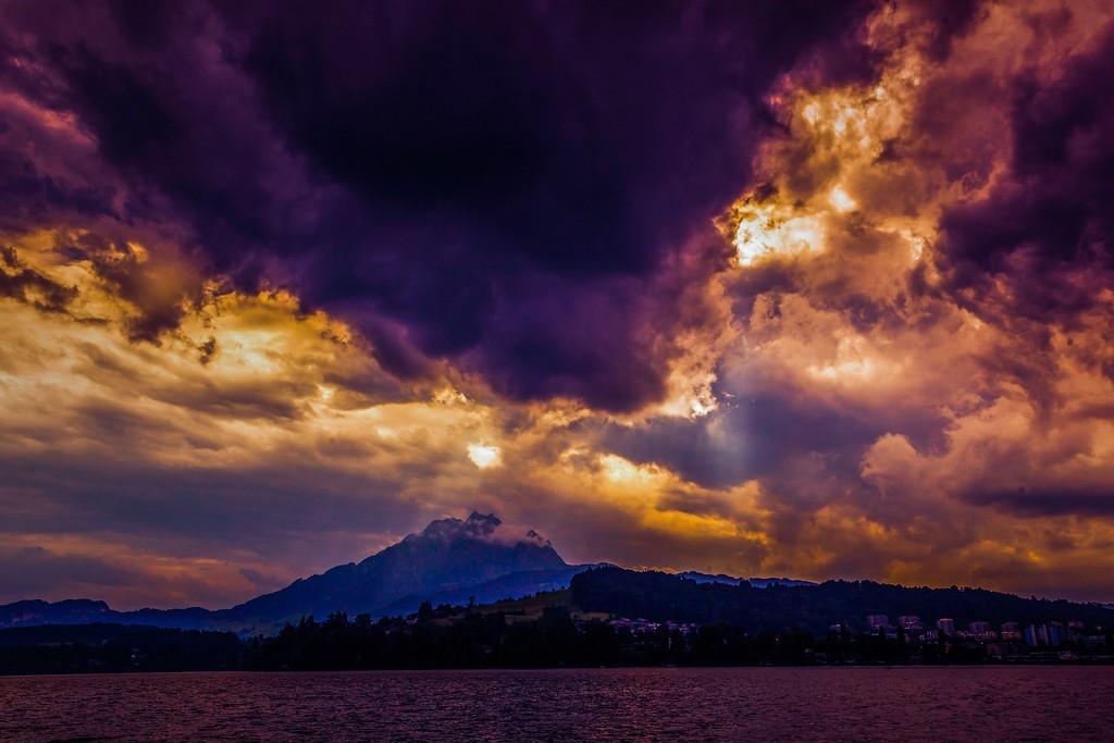 瑞士卢塞恩(Lucerne),透过层云_图1-5