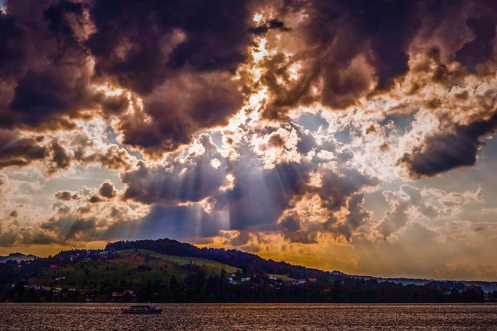 瑞士卢塞恩(Lucerne),透过层云_图1-11