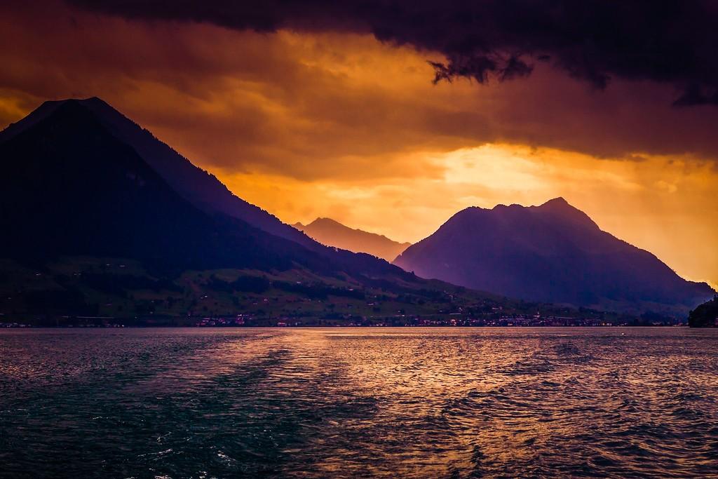 瑞士卢塞恩(Lucerne),透过层云_图1-13