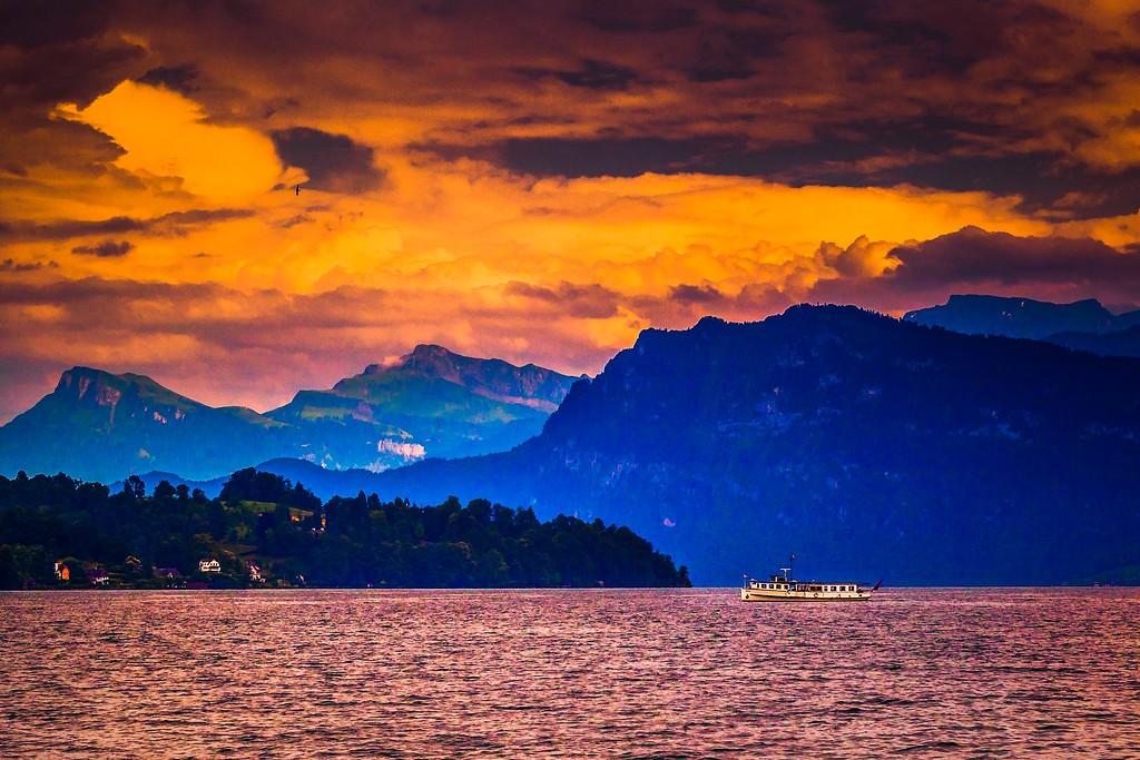 瑞士卢塞恩(Lucerne),透过层云_图1-16