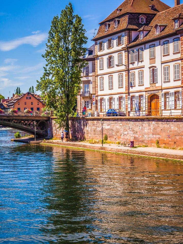 法国斯特拉斯堡(Strasbourg),河边眺望_图1-28