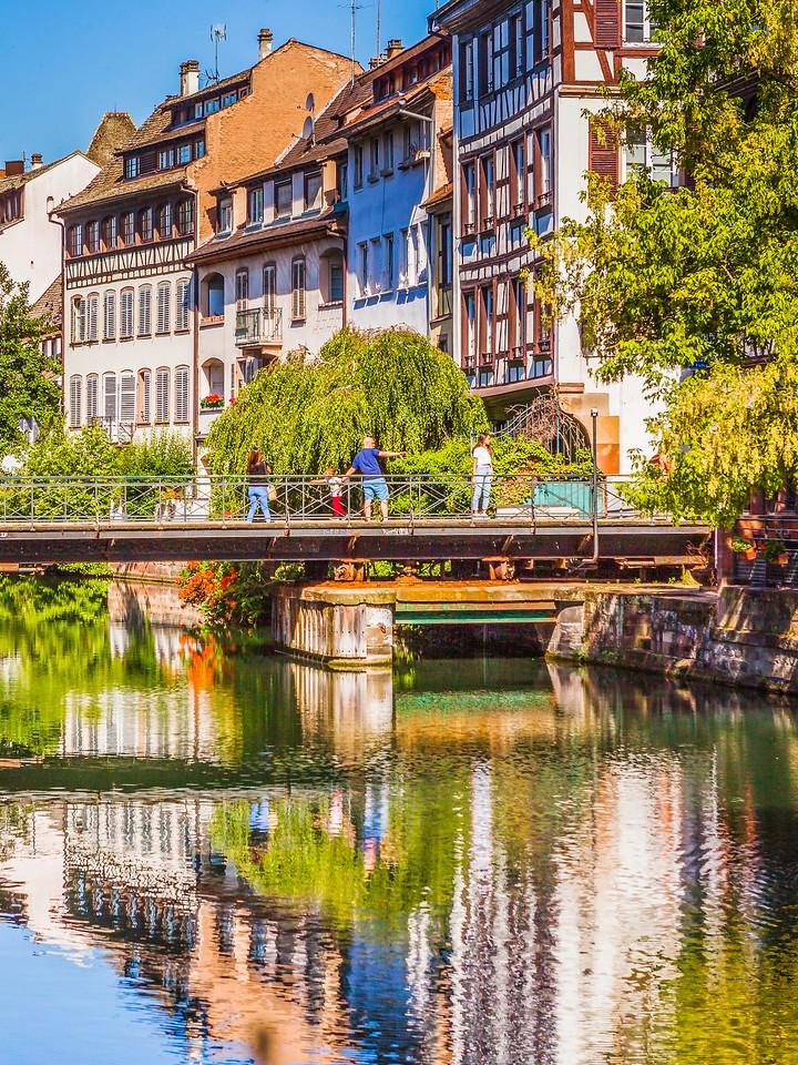 法国斯特拉斯堡(Strasbourg),河边眺望_图1-26