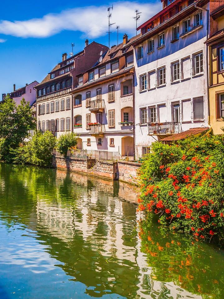 法国斯特拉斯堡(Strasbourg),河边眺望_图1-21