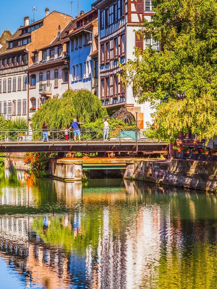 法国斯特拉斯堡(Strasbourg),河边眺望_图1-24