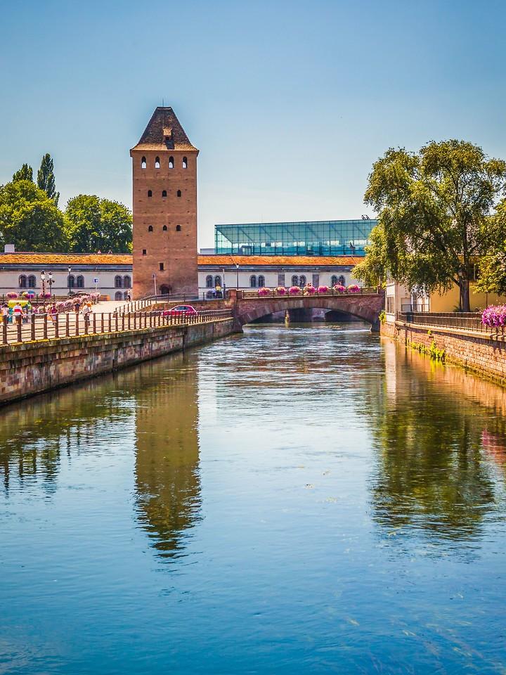 法国斯特拉斯堡(Strasbourg),河边眺望_图1-25