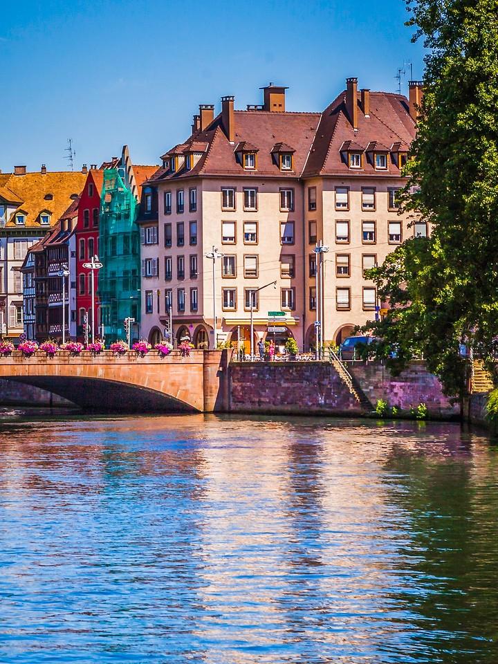 法国斯特拉斯堡(Strasbourg),河边眺望_图1-2