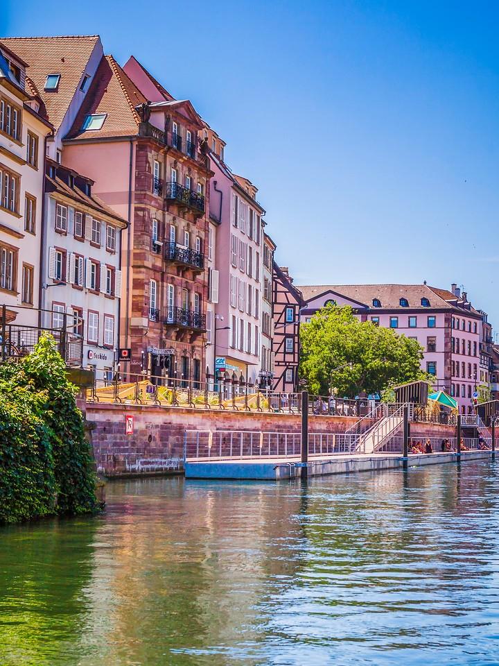法国斯特拉斯堡(Strasbourg),河边眺望_图1-30