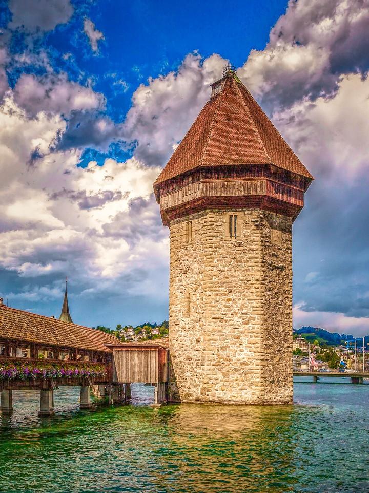 瑞士卢塞恩(Lucerne),墙上杰作_图1-2