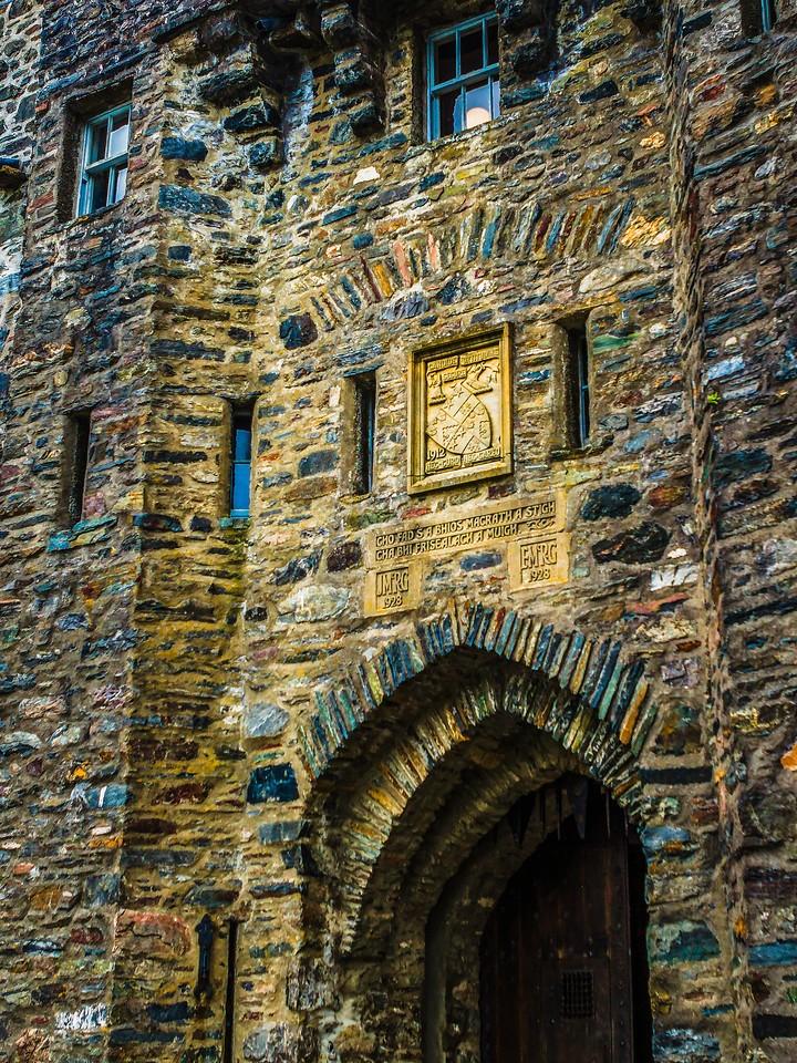 苏格兰艾琳多南城堡(Eilean Donan castle),高高耸立_图1-3