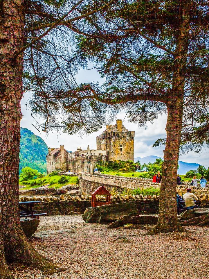 苏格兰艾琳多南城堡(Eilean Donan castle),高高耸立_图1-2