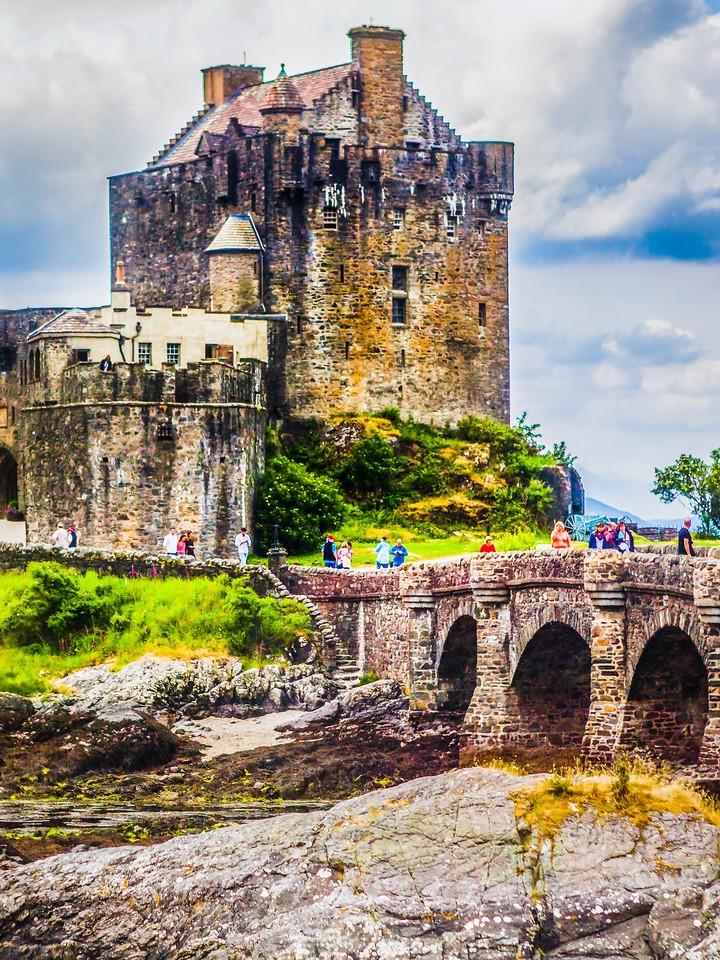 苏格兰艾琳多南城堡(Eilean Donan castle),高高耸立_图1-4