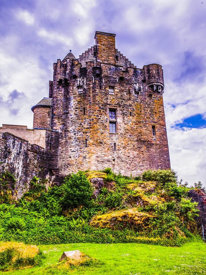 苏格兰艾琳多南城堡(Eilean Donan castle),高高耸立_图1-1