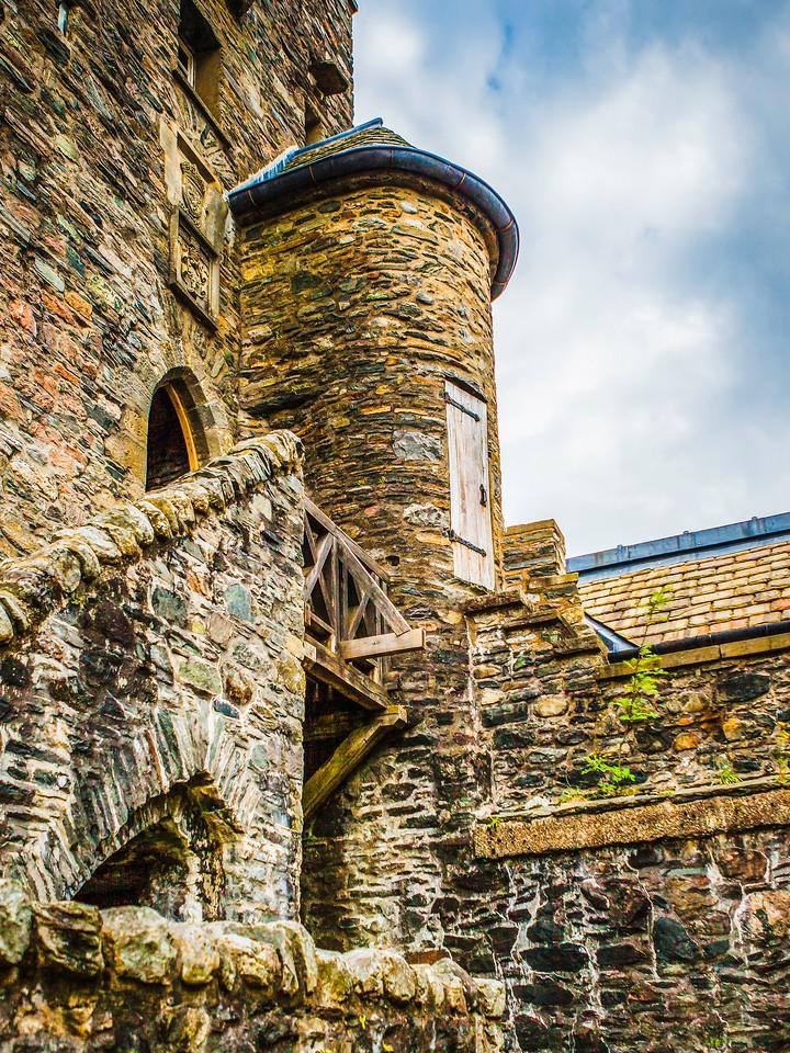 苏格兰艾琳多南城堡(Eilean Donan castle),高高耸立_图1-13