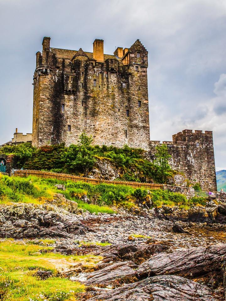 苏格兰艾琳多南城堡(Eilean Donan castle),高高耸立_图1-19