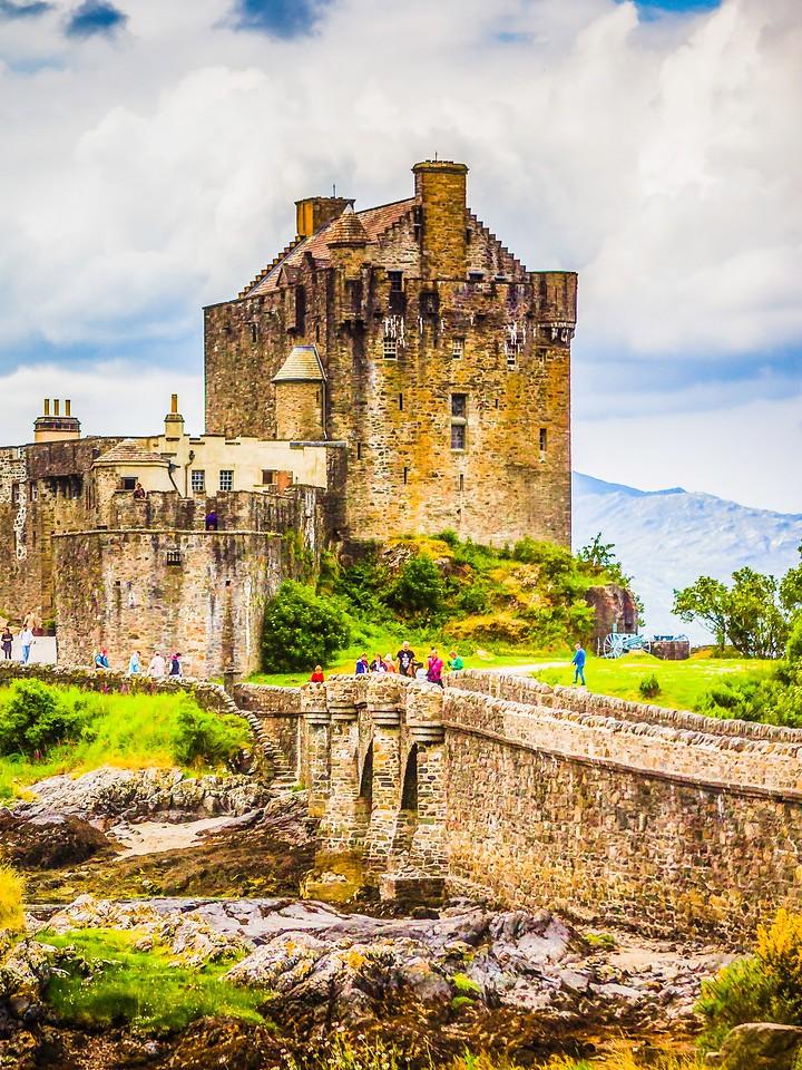 苏格兰艾琳多南城堡(Eilean Donan castle),高高耸立_图1-17