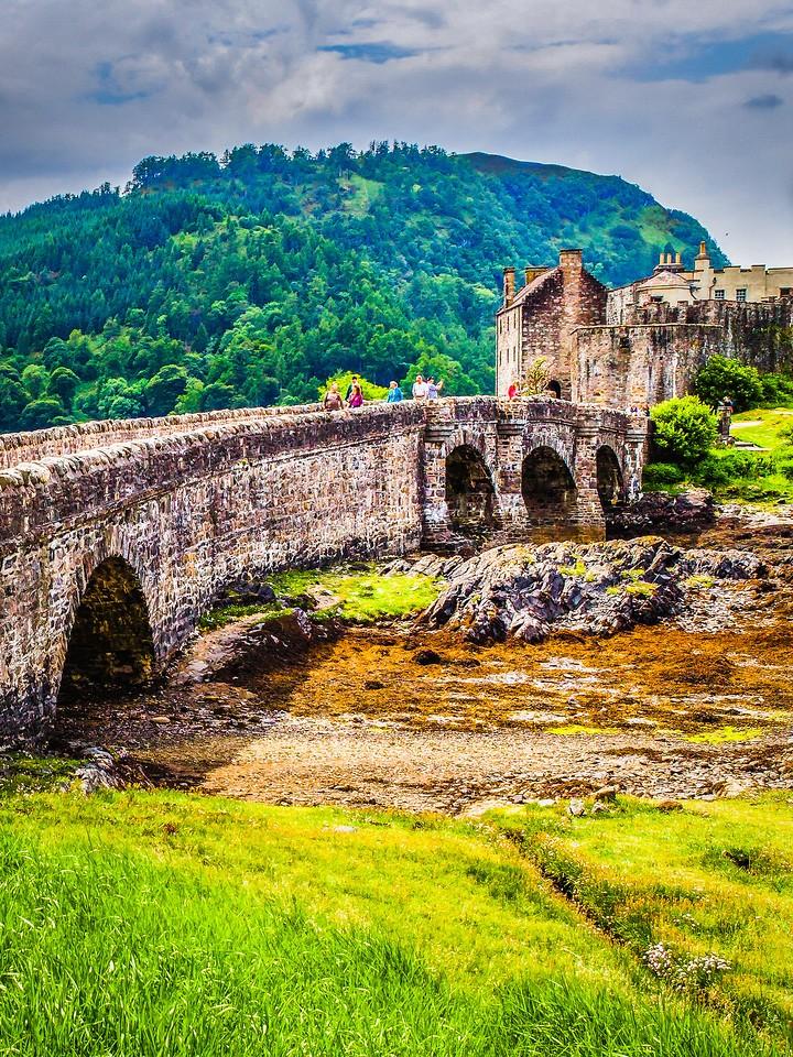 苏格兰艾琳多南城堡(Eilean Donan castle),高高耸立_图1-21