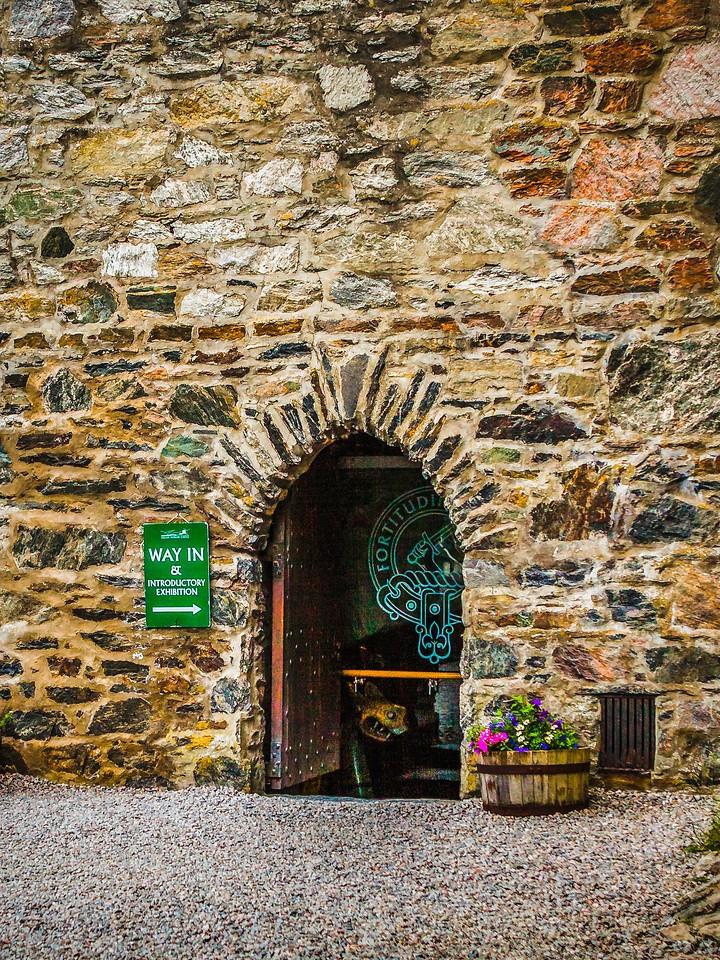 苏格兰艾琳多南城堡(Eilean Donan castle),高高耸立_图1-29