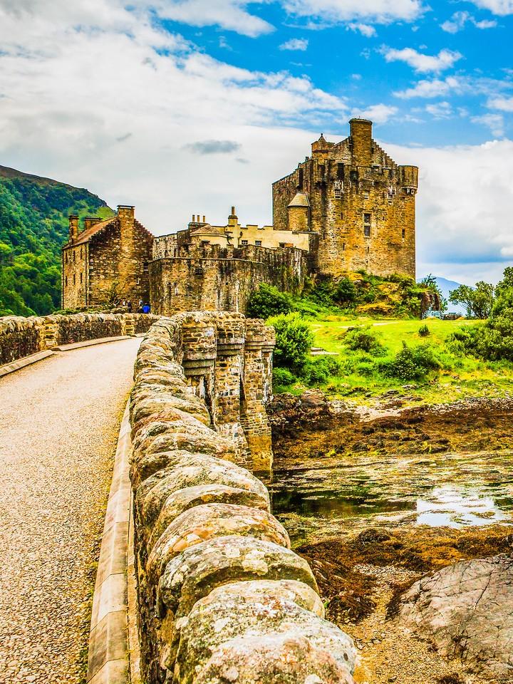 苏格兰艾琳多南城堡(Eilean Donan castle),高高耸立_图1-28