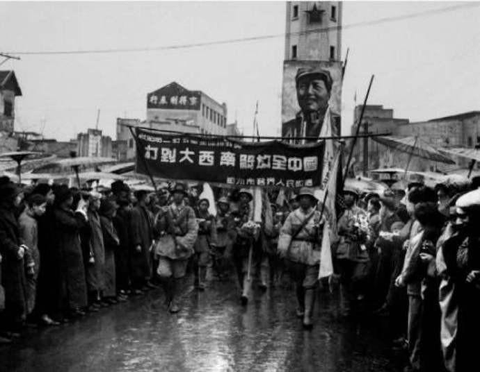 1949年傅作义在北平宣布起义,跟随起义的4个军长,后来结局如何? ..._图1-1