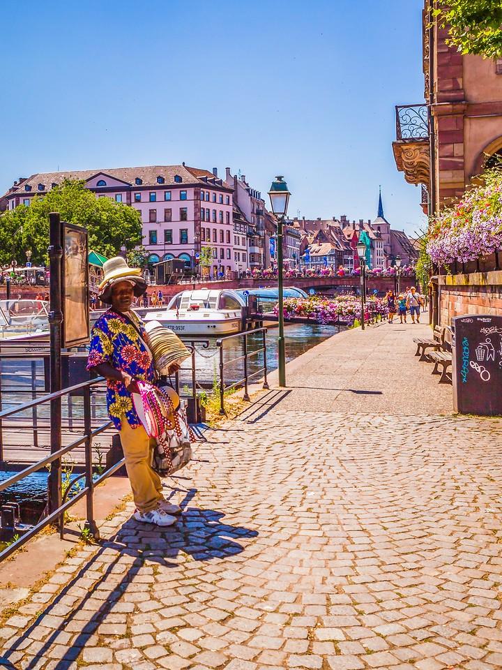 法国斯特拉斯堡(Strasbourg),街上的人气_图1-3