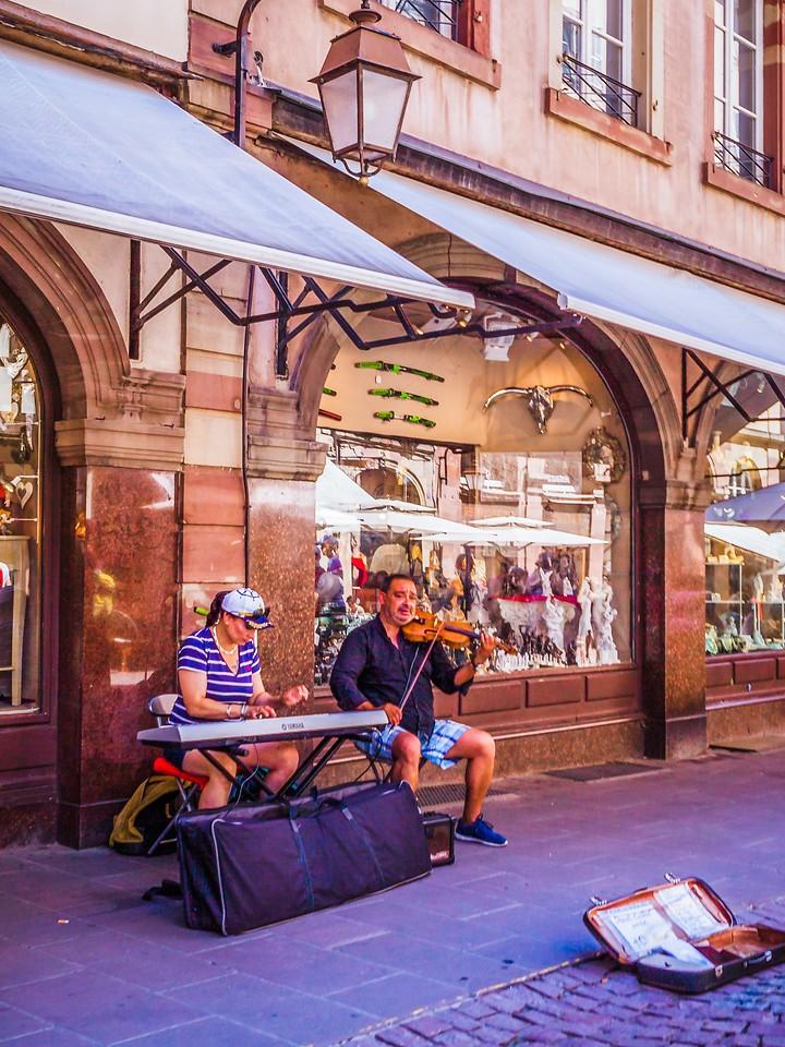 法国斯特拉斯堡(Strasbourg),街上的人气_图1-20