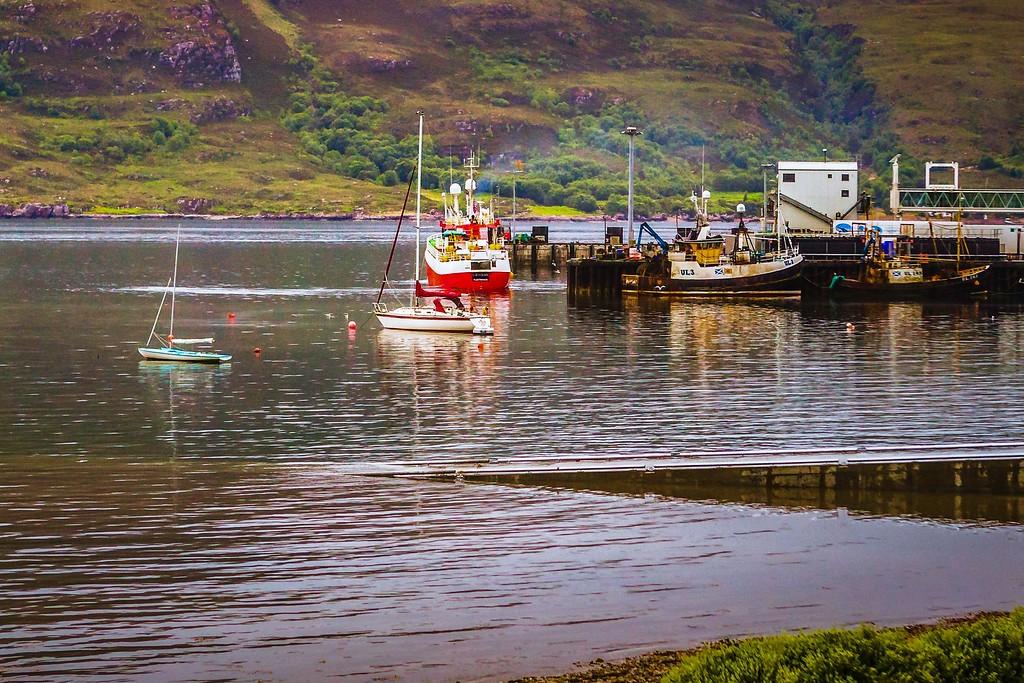 苏格兰阿勒浦(Ullapool),日落照水边_图1-22