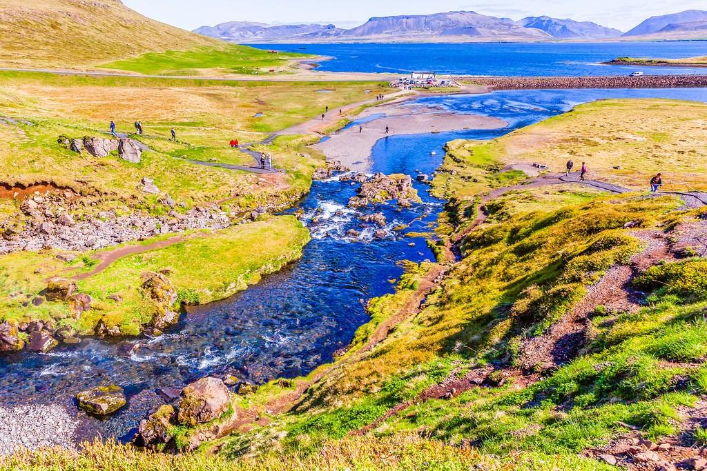 冰岛Kirkjufellsfoss,雪山瀑布_图1-2