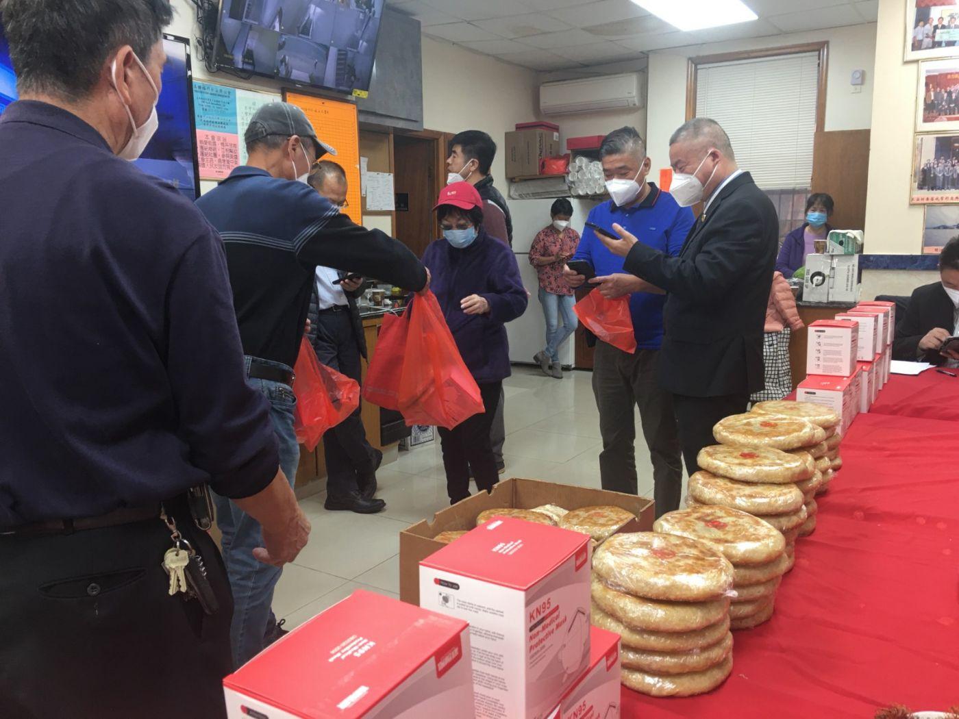 美国福州長安联谊会举办《喜迎中秋.欢度国庆》赠送月饼活动在纽约举行 ... ... ... .. ..._图1-12