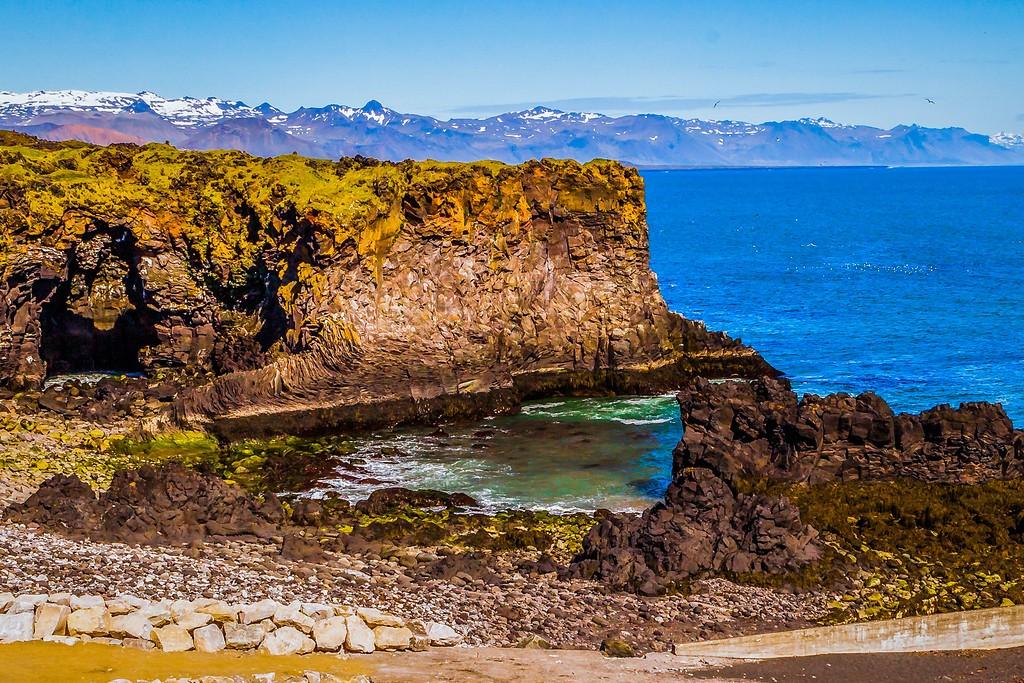 冰岛Arnarstapi,脚踏礁石_图1-5