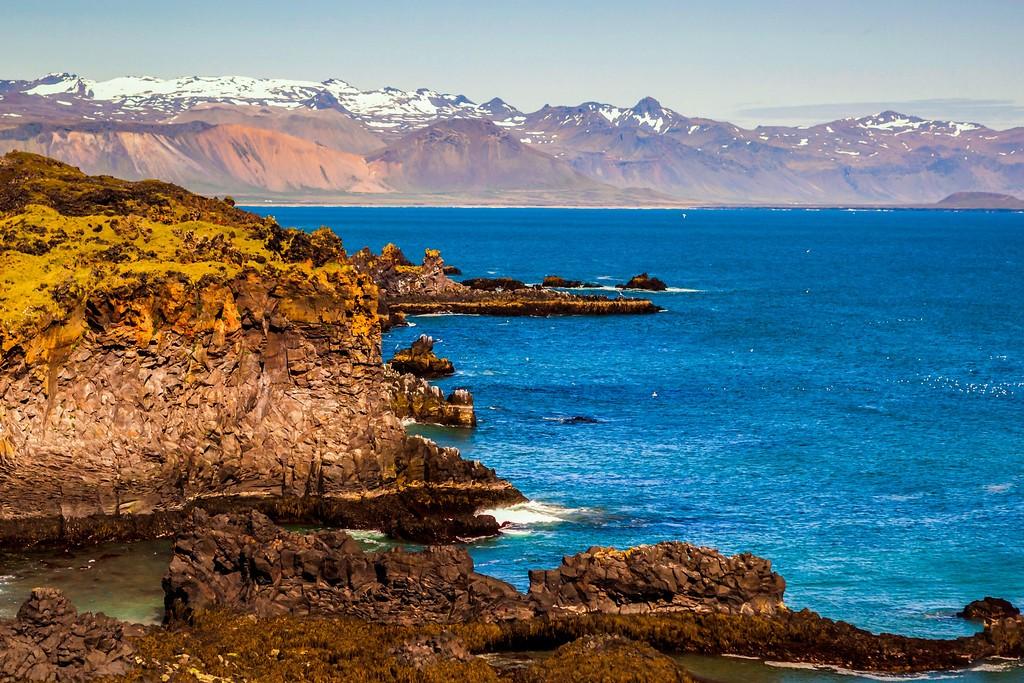 冰岛Arnarstapi,脚踏礁石_图1-1