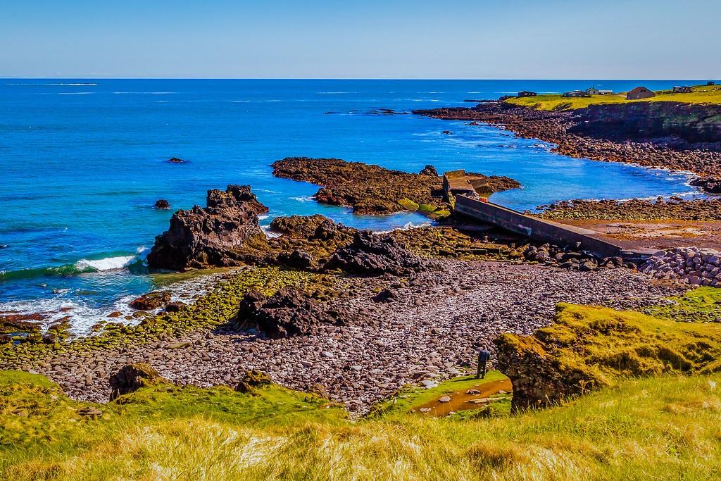 冰岛Arnarstapi,脚踏礁石_图1-2